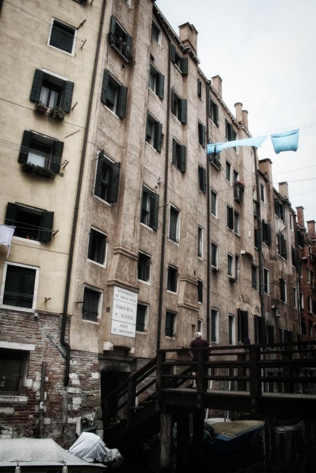 scorcio esterno al Ghetto, i palazzi sono i più alti di tutta Venezia,  anche sette piani