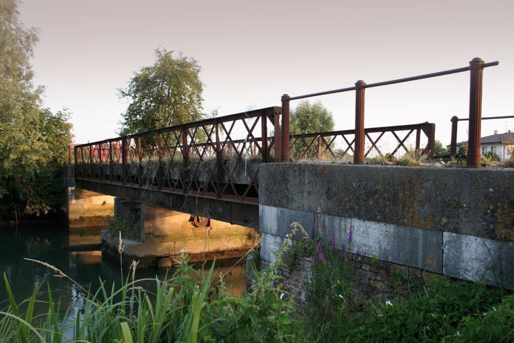 l'antico ponte in ferro della Franzona