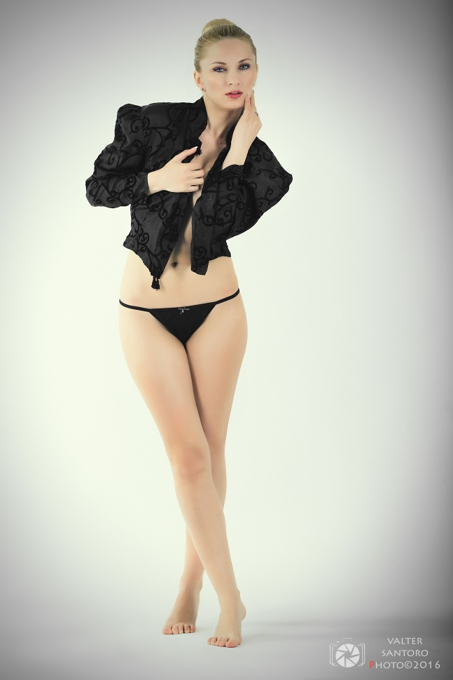 Rosa Vyola in delicate Glamour