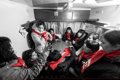 """Quando le Donne a Bologna - Foto """"Decisioni importanti"""" in esposizione nell'ambito della mostra """"Quando le Donne a Bologna..."""" presso la Biblioteca Salaborsa di Bologna, a cura dell'Associazione culturale Spigolo Tondo."""