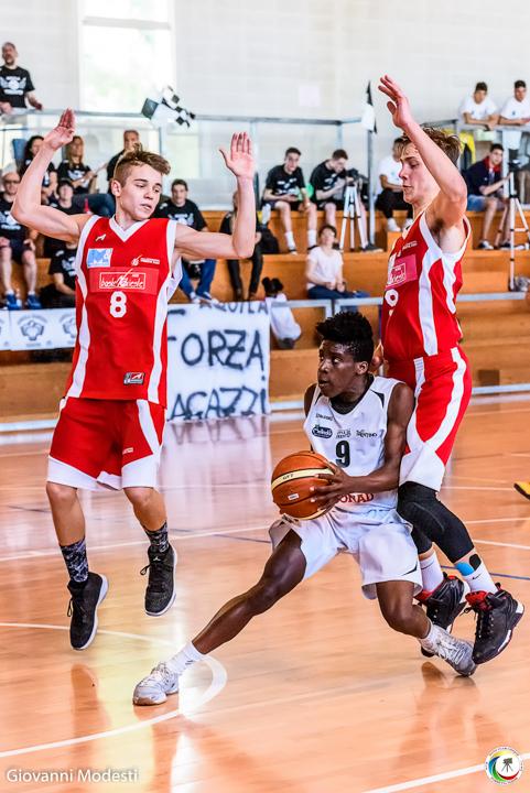"""Mostra Fotografica """"Obiettivo Basket"""" - organizzata dall'associazione Amici del Basket, in collaborazione con il Fotoclub Cinque DLF di Porretta Terme"""